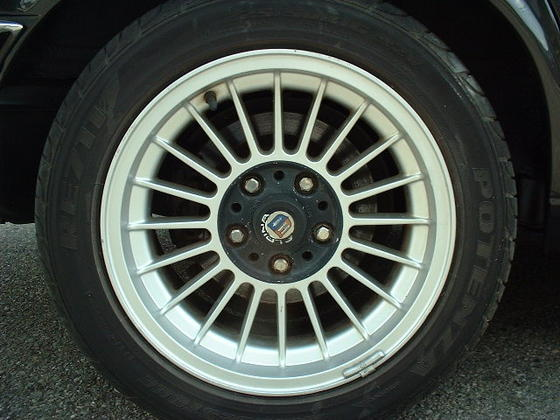 black E28 wheel