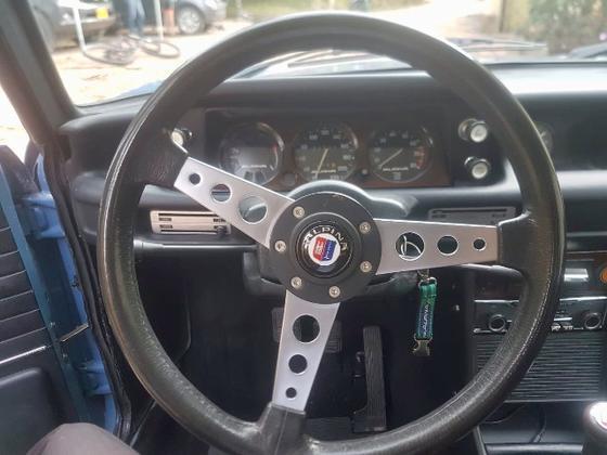 Pastelblau Alpina steering.png