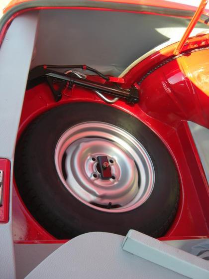 Granada 2000CS trunk 3