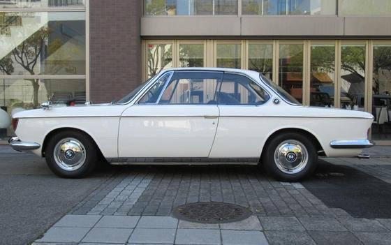 white 2000CS L